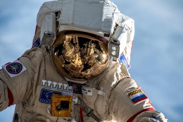 Сотрудники Центра социального обслуживания «Щербинский» рассказали про космические открытия