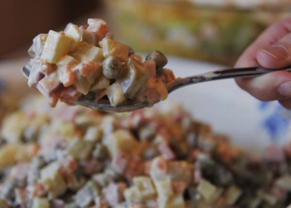Получатели социальных услуг из Щаповского приготовят праздничный салат к Старому Новому году